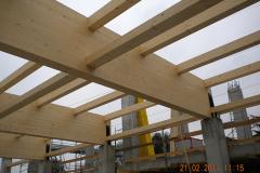 montaggio-tetto-in-legno-per-mensa-scolastica-MG-Engineering-Darfo-Boario-Terme